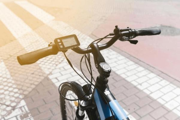 Управляващо лостче и скоростомер за електрическо колело