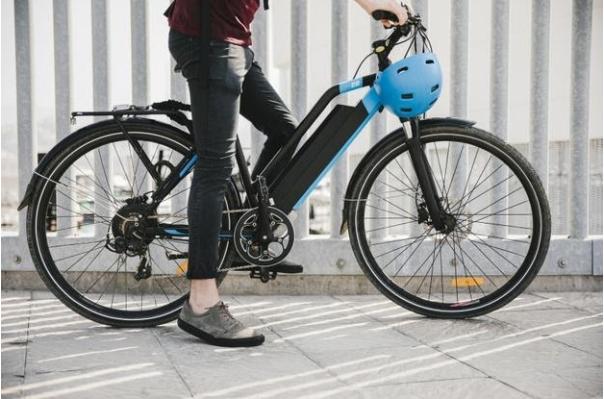 Градско електрическо колело със задвижваща задна главина