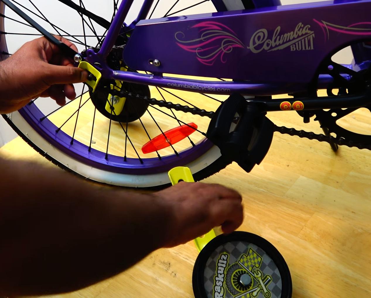 монтиране на помощни колела за детско колело