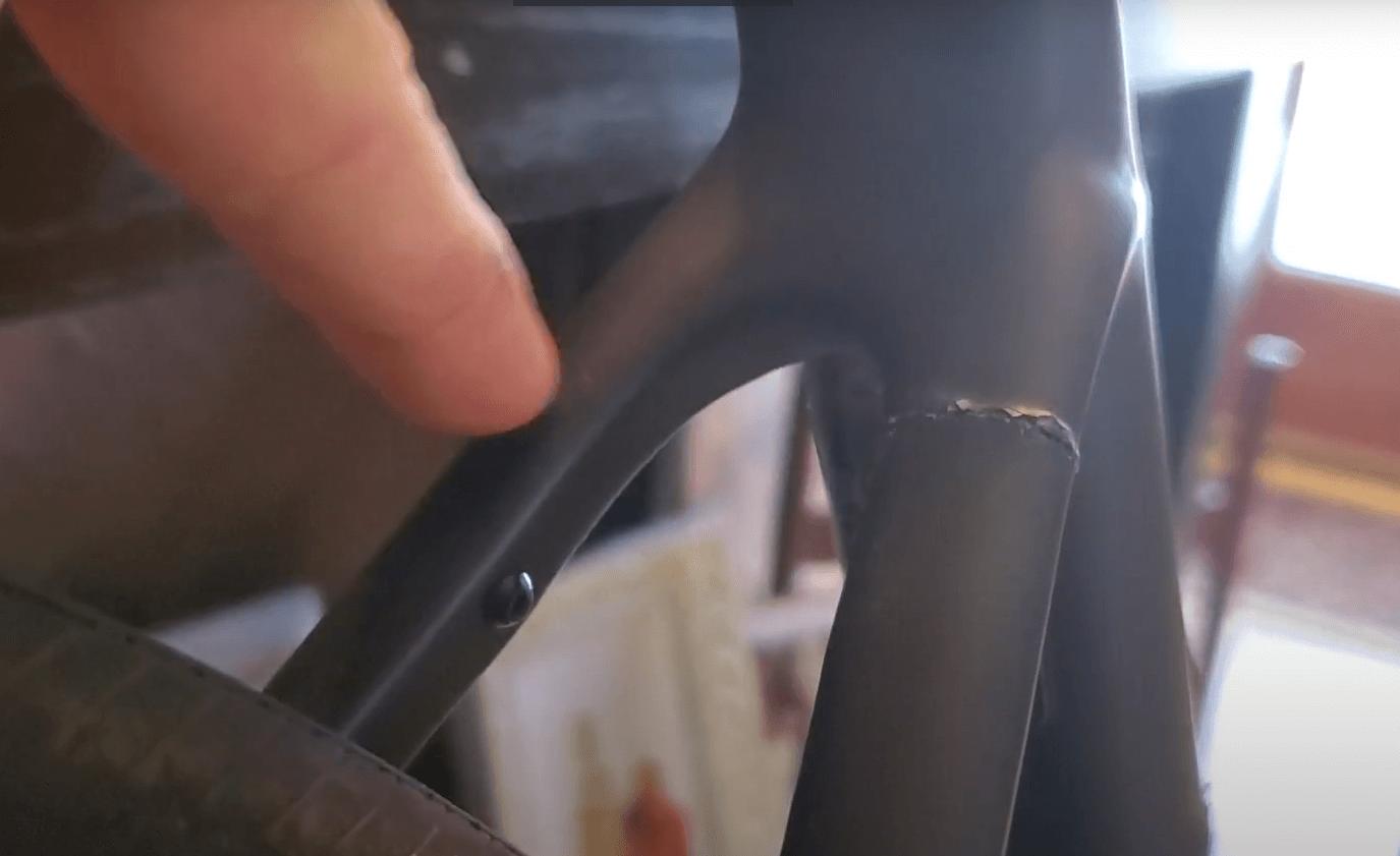 Сцепена карбонова рамка на шосеен велосипед
